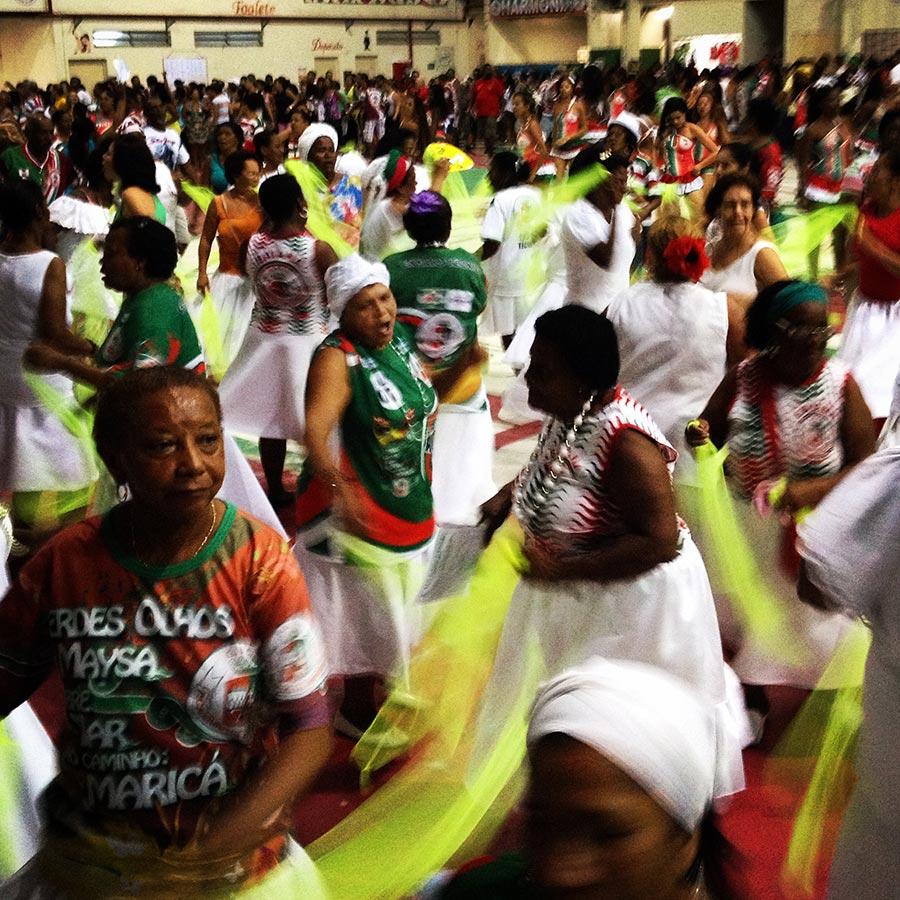 Ao encontro dos regentes do carnaval: os mestres de bateria