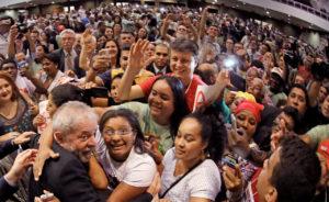 Lula e o povo – Foto: Ricardo Stuckert/ Instituto Lula
